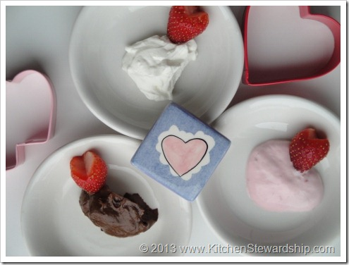 Strawberries with Healthy Dip for Valentine's Day (6) (475x356)