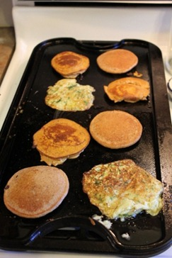 silly pancake meal - cooking 3 kinds of pancakes (8) (317x475)