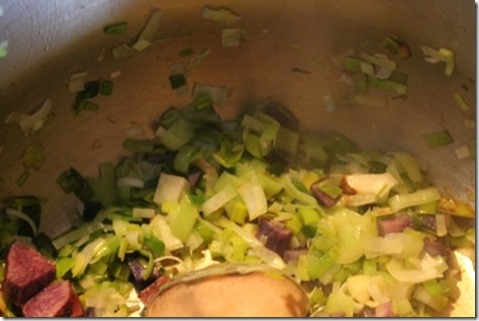 making cream of potato vegetable soup (3) (475x317)