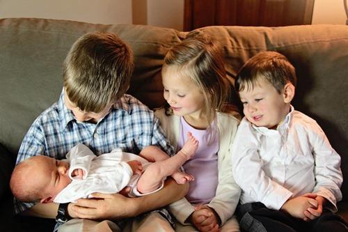 Kids looking at Gabe