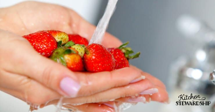 How to wash produce to remove dirt and pesticides