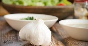 Fresh garlic has a variety of health benefits.