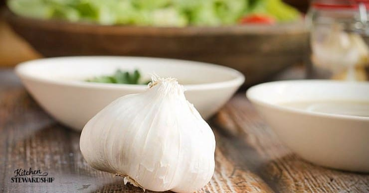 Fresh garlic has a variety of health benefits.