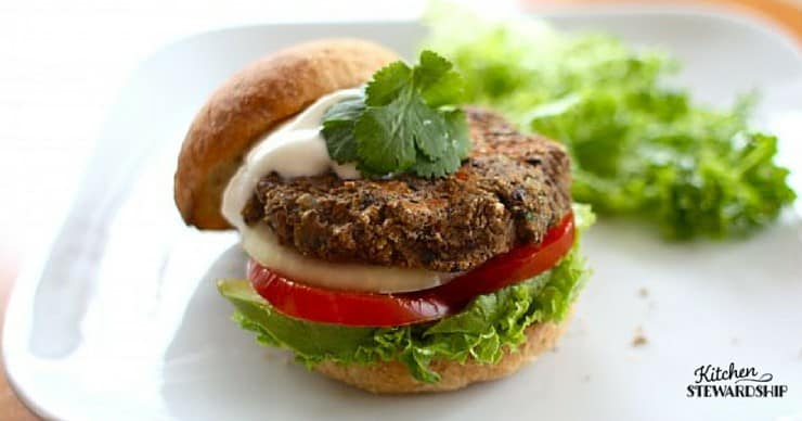 Mexican Black Bean Burger Recipe - a meatless burger recipe with lots of Mexican spices. Black beans, lentils, jalapenos - your tongue will be in Heaven!