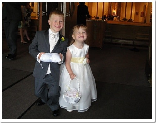 2 kids at wedding