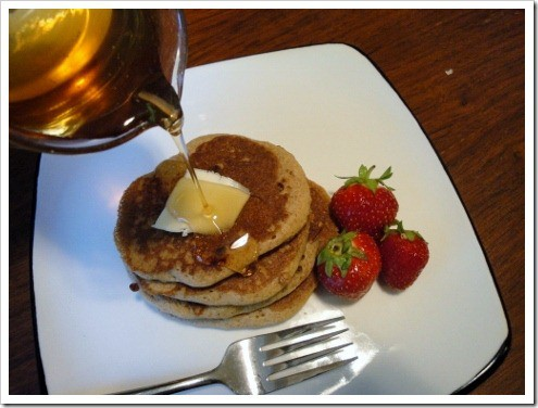 buckwheat pancakes with maple syrup (7) (475x356)