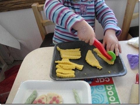 homemade playdough natural food coloring (11) (475x356)