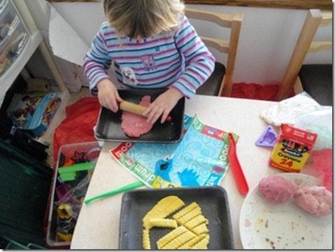 homemade playdough natural food coloring (2) (475x356)