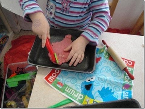 homemade playdough natural food coloring (5) (475x356)