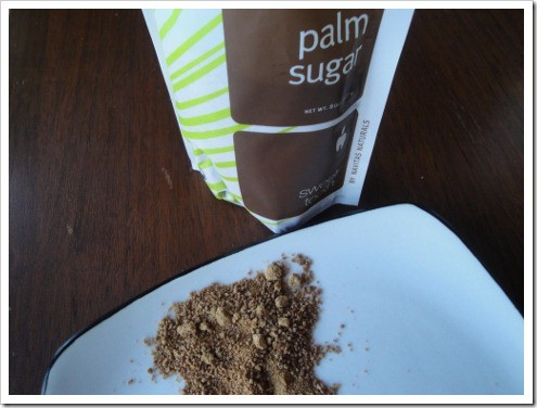 Exploring the differences between coconut sugar and palm sugar. The tastes, health benefits and more!