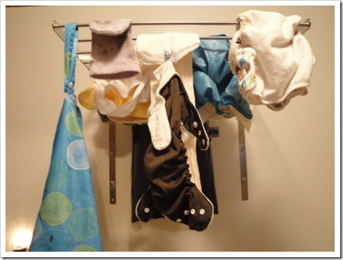 hanging cloth diapers to dry (4) (475x356)