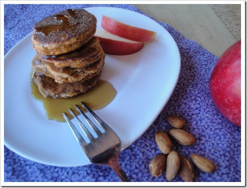 grain free almond apple pancakes (13) (475x356)