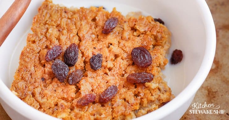 pumpkin pie baked oatmeal with raisins on top