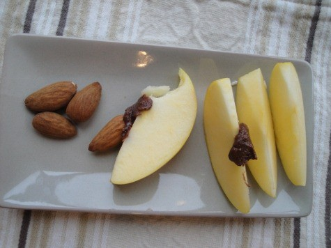 chocolate almond butter dip with apples - in Blendtec (21) (475x356)