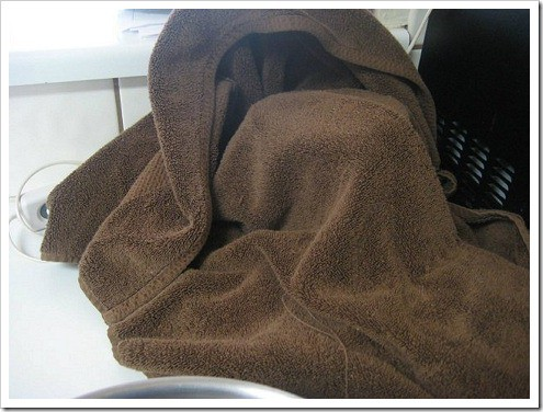 Towel-Covering-Pot-on-Heating-pad