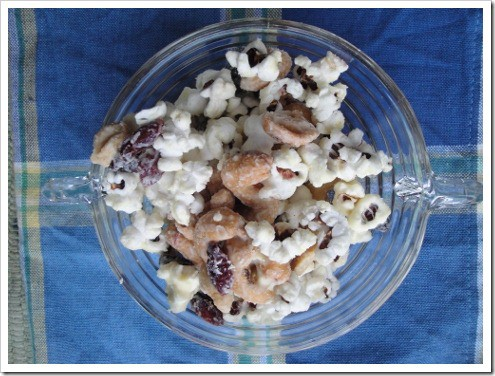 white chocolate covered salty sweet snack mix (2) (475x356)