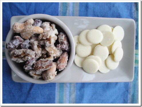 white chocolate covered trail mix (10) (475x356)