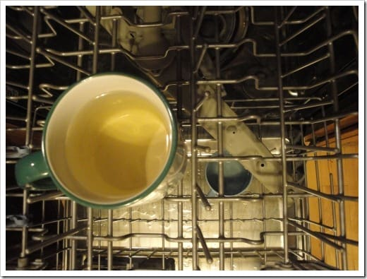 clean dishwasher with vinegar in a mug (5) (500x375)