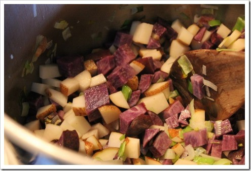 making cream of potato vegetable soup (4) (475x317)