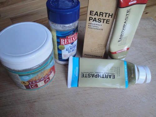 Earthpaste toothpaste review. Clean your mouth with mud! So healthy you don't need to spit it out!