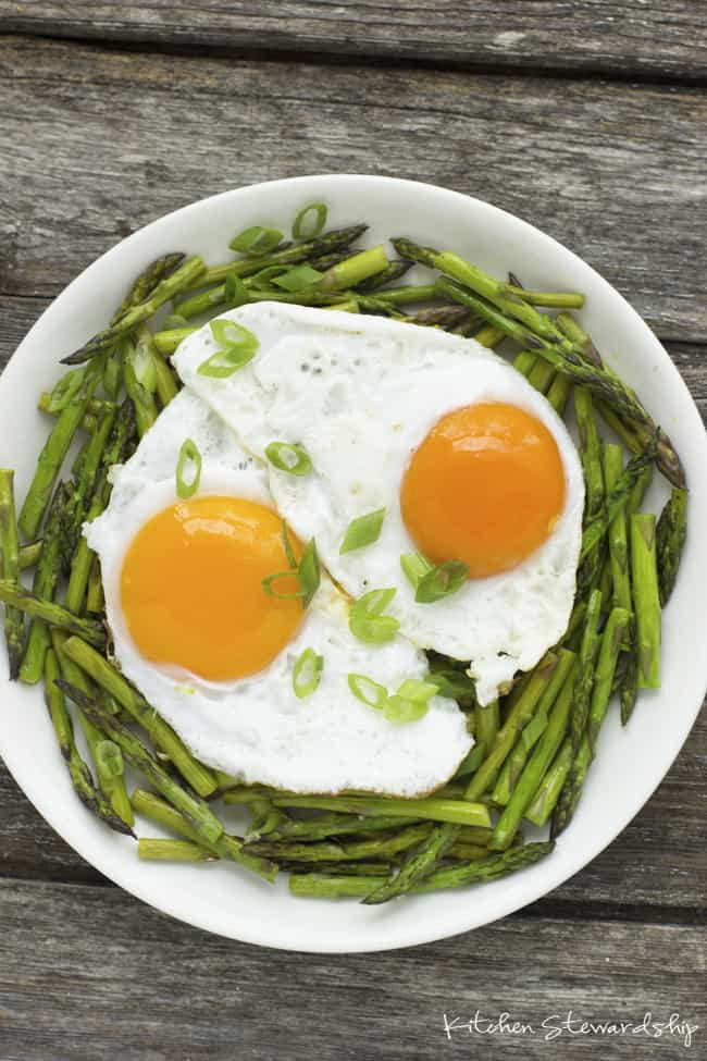 eggs on asparagus veggies for breakfast ideas