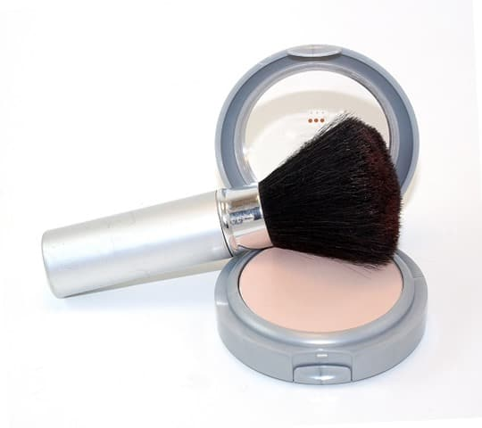 powder brush and makeup z 1 OT Lv OO