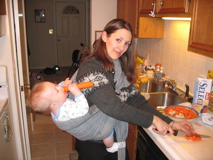 hanging out in the kitchen in a ring sling - do NOT do it this way!