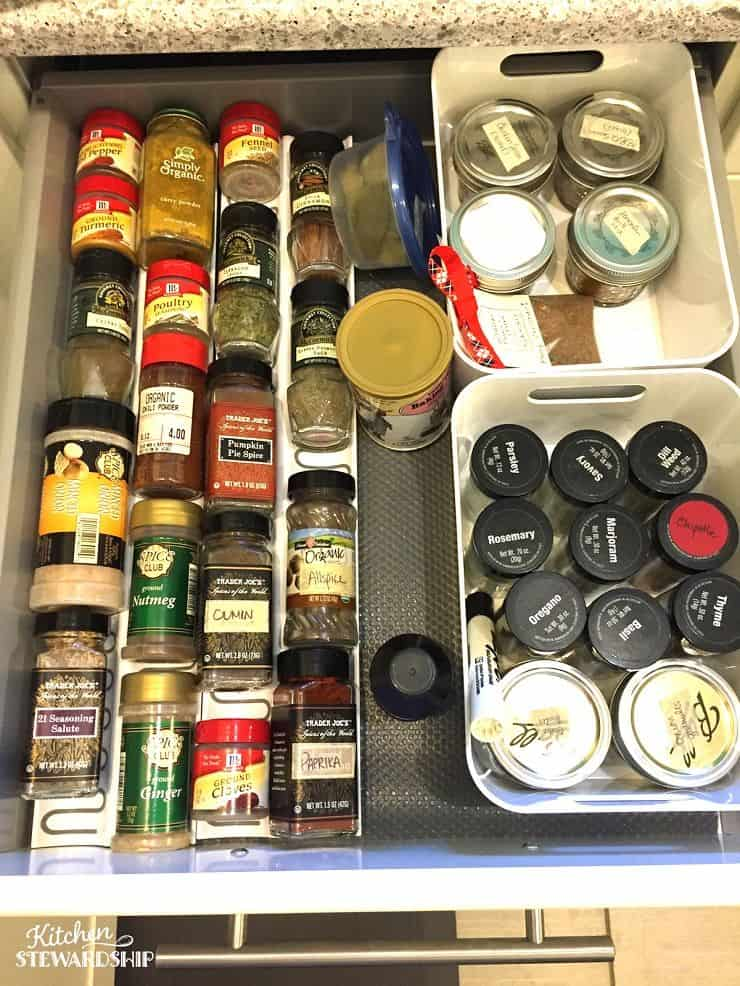 Great tips to keep any kitchen organized. I can't believe I didn't think of some of these!