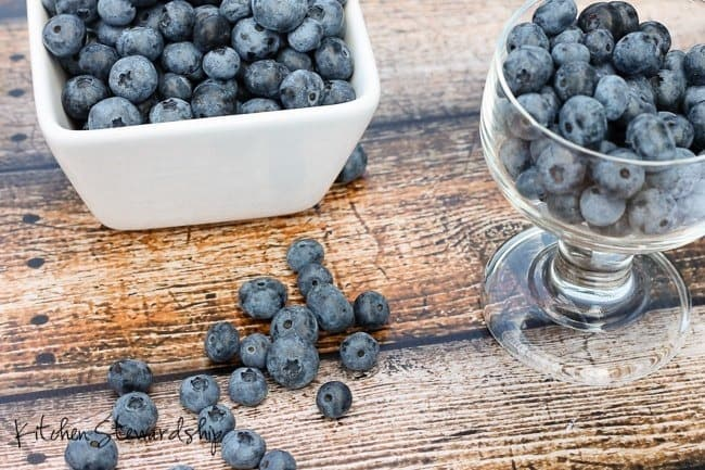 Eat blueberries every day for better adrenal health through antioxidants