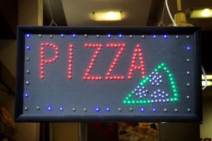 neon pizza shop sign