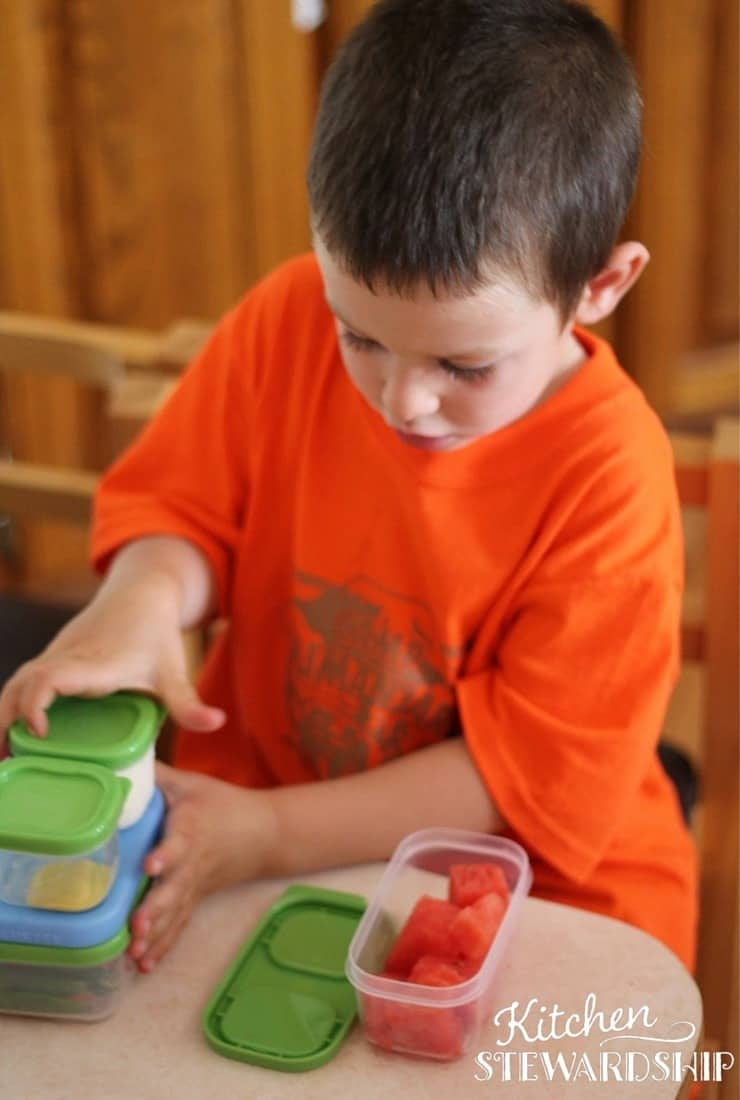 Kids use Rubbermaid Lunch Containers at school