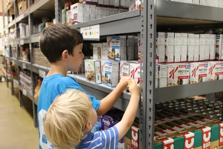 visit to local food pantry with kids
