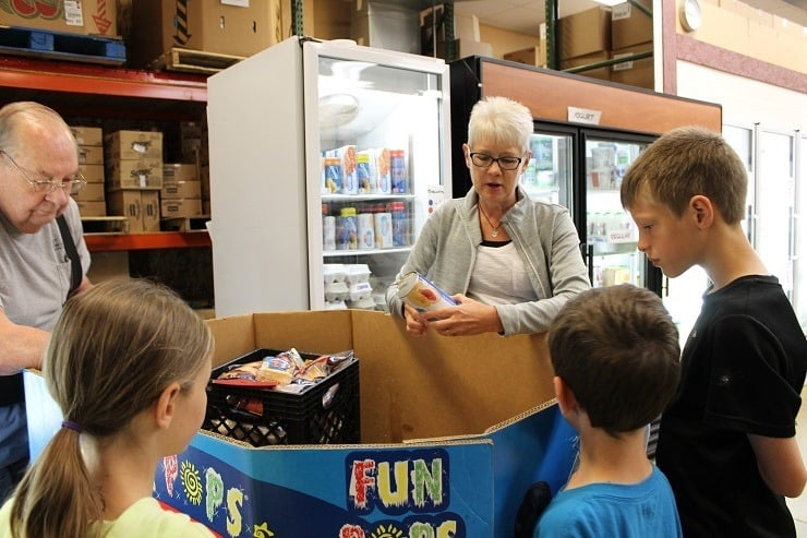 kids learning about food pantry at Buist