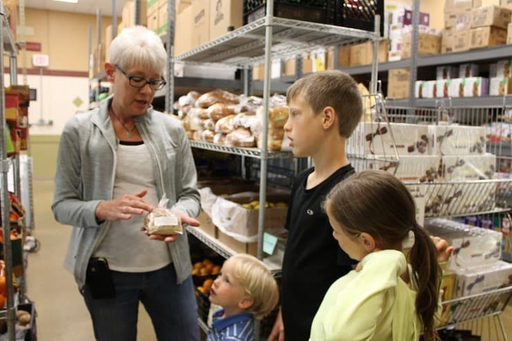 kids listen about food donations at pantry