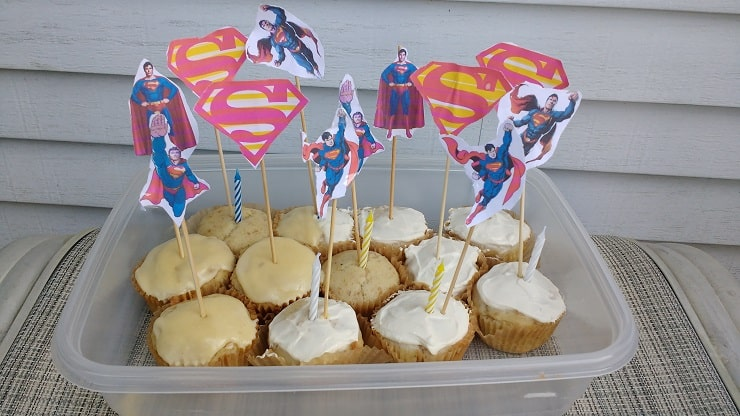 Superman birthday cupcakes with healthy probiotic cream cheese frosting.