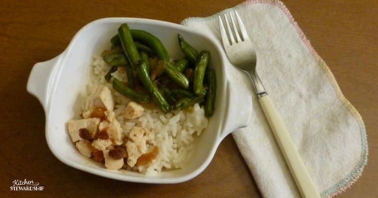 Chicken, rice and green beans in a bowl.