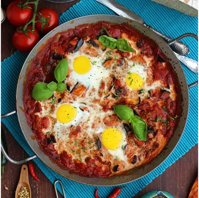 green shakshuka in a skillet