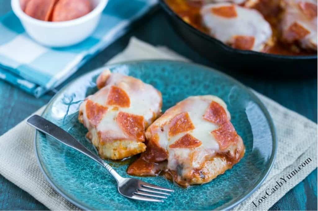 low carb pizza chicken skillet