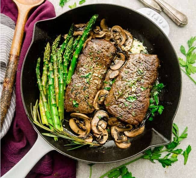 One pan steak with mushrooms and asparagus