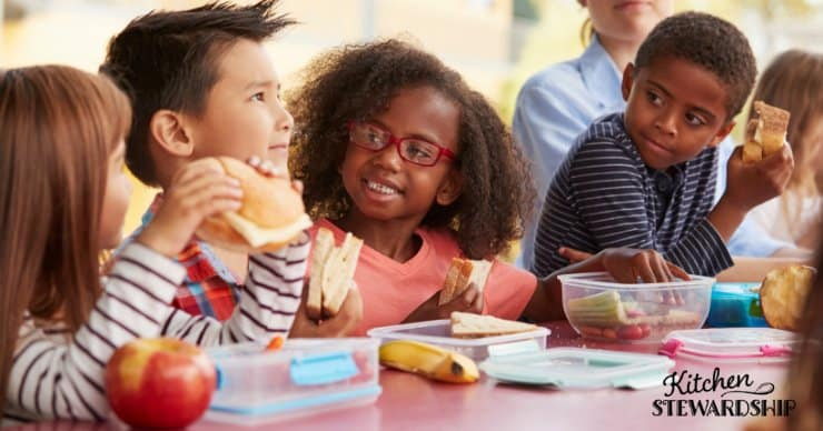 kids eating lunch together at school
